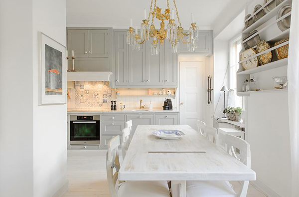 snow-white-and-cozy-a-lovely-kitchen-2