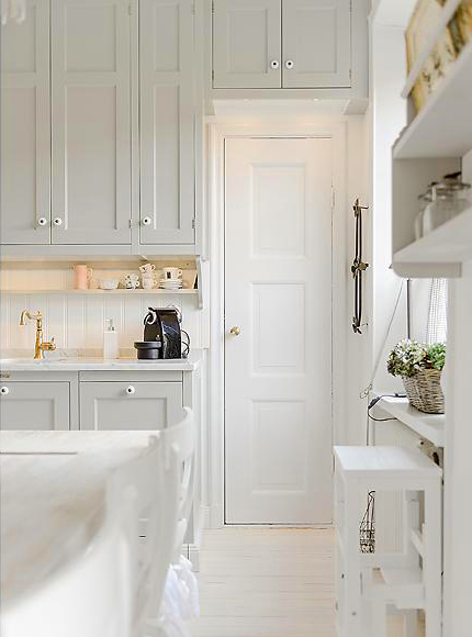 snow-white-and-cozy-a-lovely-kitchen-4