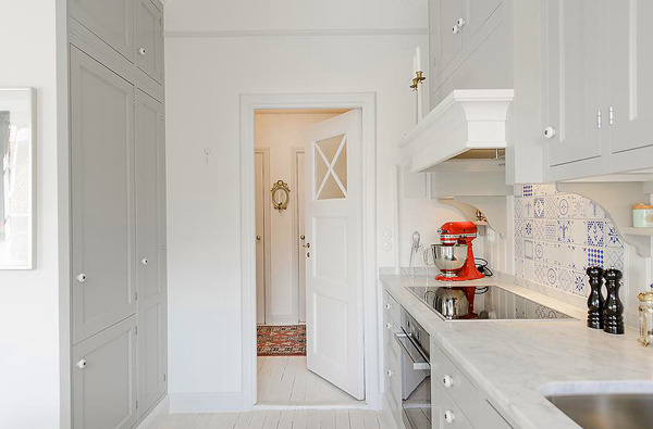 snow-white-and-cozy-a-lovely-kitchen-5