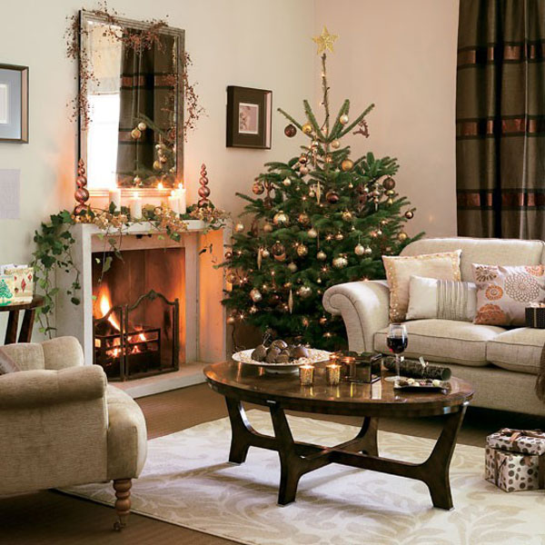 sophisticated christmas dcor in gold - Elegant White Christmas Decorations