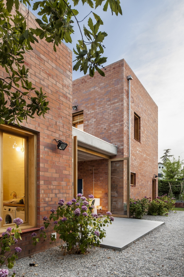 Spanish brick house 1101 (15)