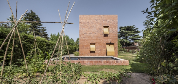 Spanish brick house 1101 (2)