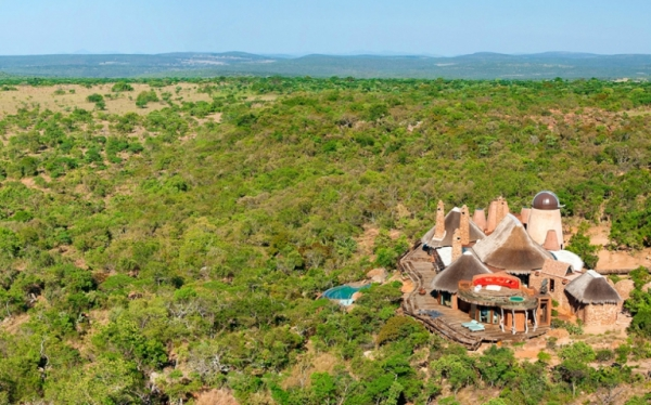 stunning-african-villa-offers-space-and-comfort-1