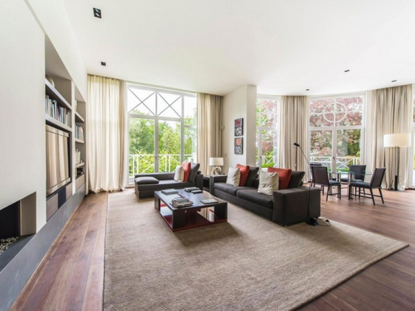 Stunning and modernly elegant apartment interior (1)