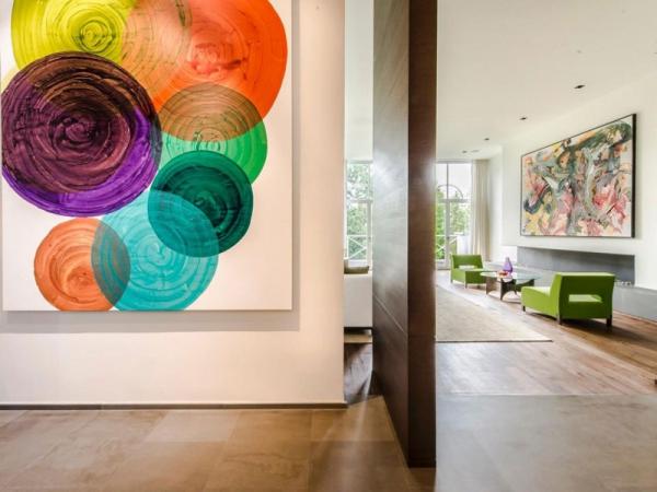 Stunning and modernly elegant apartment interior  (4)