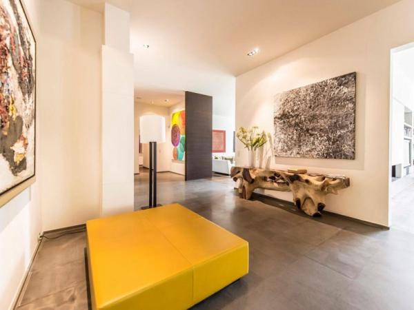 Stunning and modernly elegant apartment interior (8)