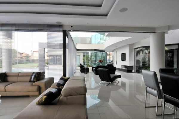 House Cal A Stunning Modern Mansion Adorable Home