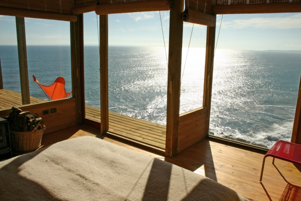 stunning-wood-cabin-with-a-view-to-die-for-6