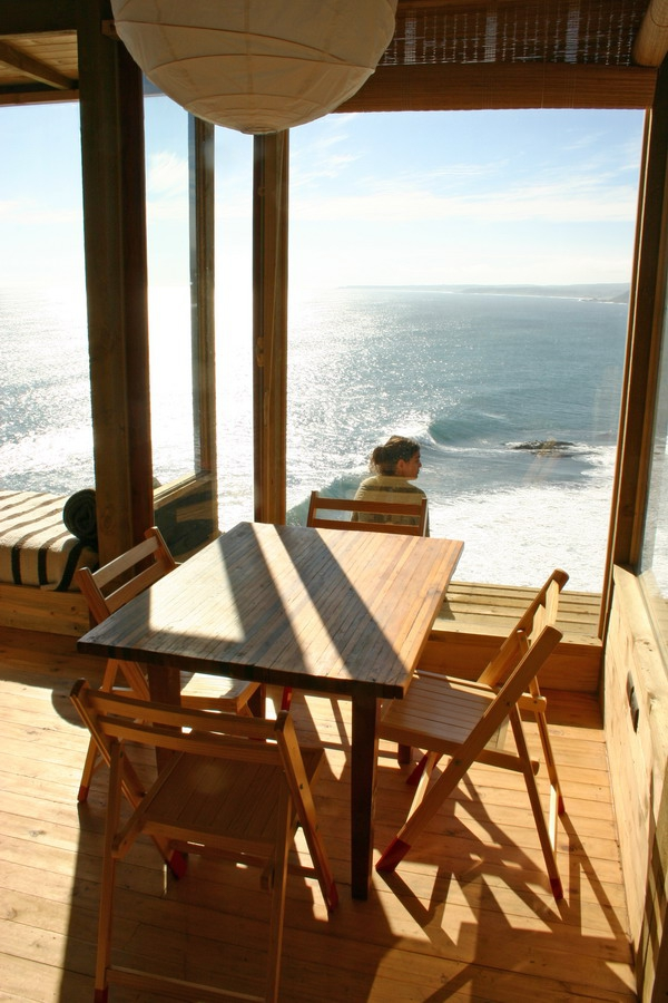 stunning-wood-cabin-with-a-view-to-die-for-8