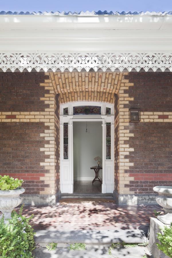 Sturdy red brick walls in Australia  (14)