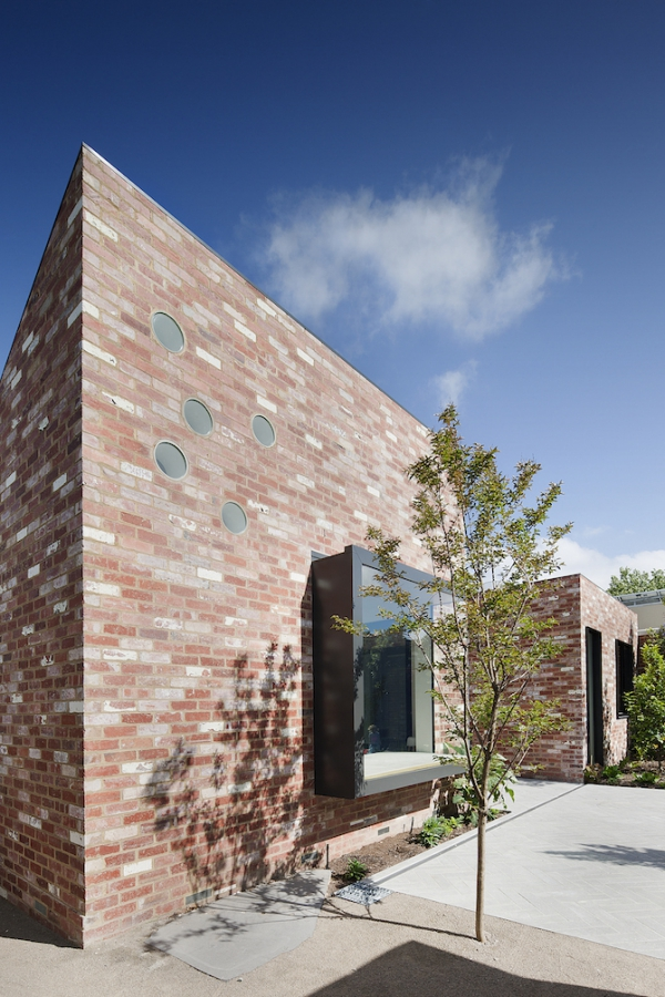 Sturdy red brick walls in Australia  (2)