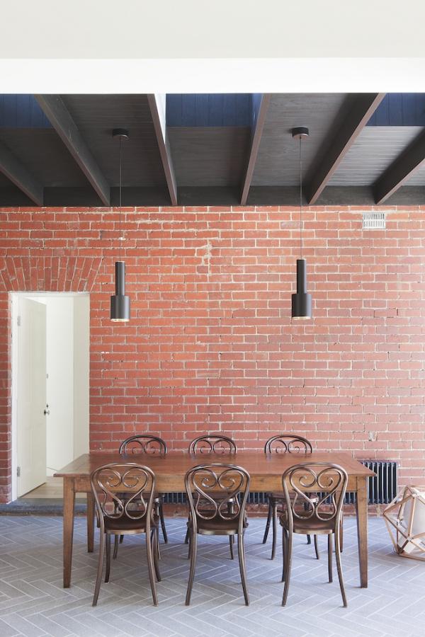 Sturdy red brick walls in Australia  (5)