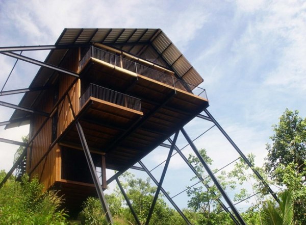 suspended-house-in-the-mountains-2
