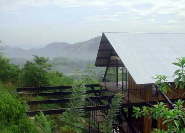 suspended-house-in-the-mountains-4
