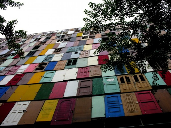 The 1000 doors installation in Seoul (1)