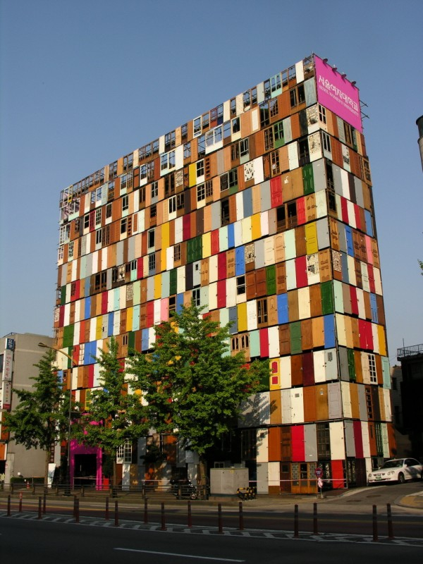 The 1000 doors installation in Seoul (2)