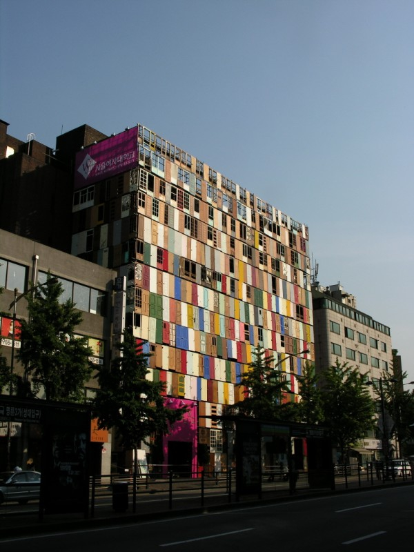 The 1000 doors installation in Seoul (3)