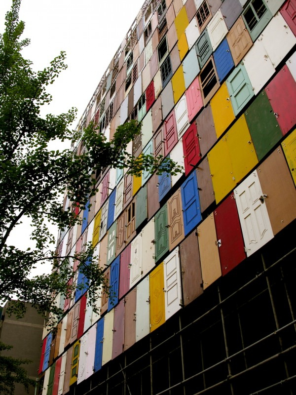 The 1000 doors installation in Seoul (4)