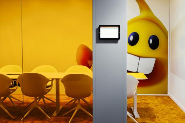colorful office design (14).jpg