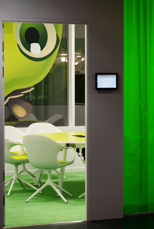 colorful office design (21).jpg