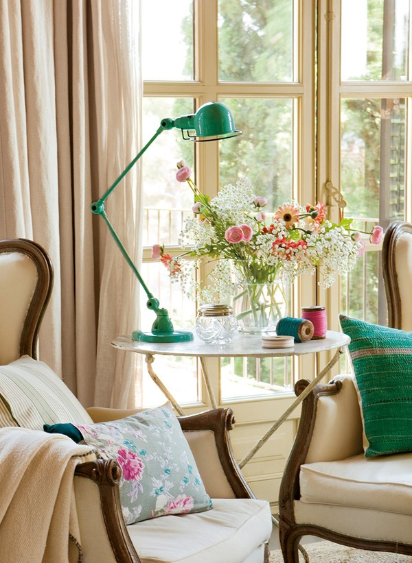 the-play-of-light-and-air-inside-this-gorgeous-bedroom-2