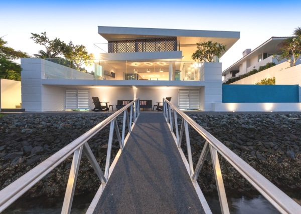 the-very-definition-of-a-luxury-beach-house-3