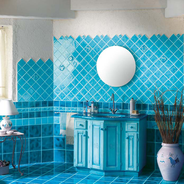 Bathroom tile ideas in blue and white 2017 2018 best for Blue tile bathroom ideas