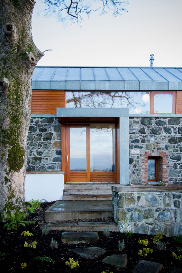 theres-something-special-about-this-renovated-barn-house-2