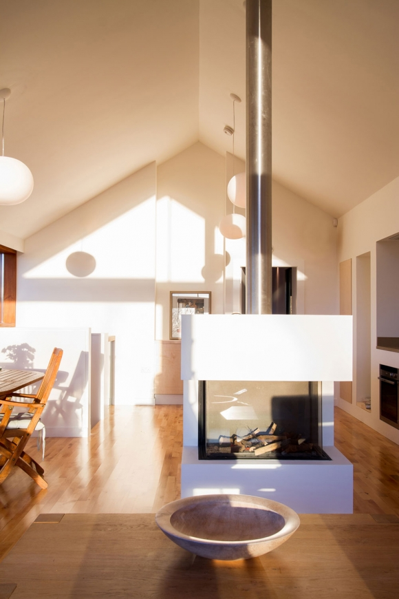 theres-something-special-about-this-renovated-barn-house-6