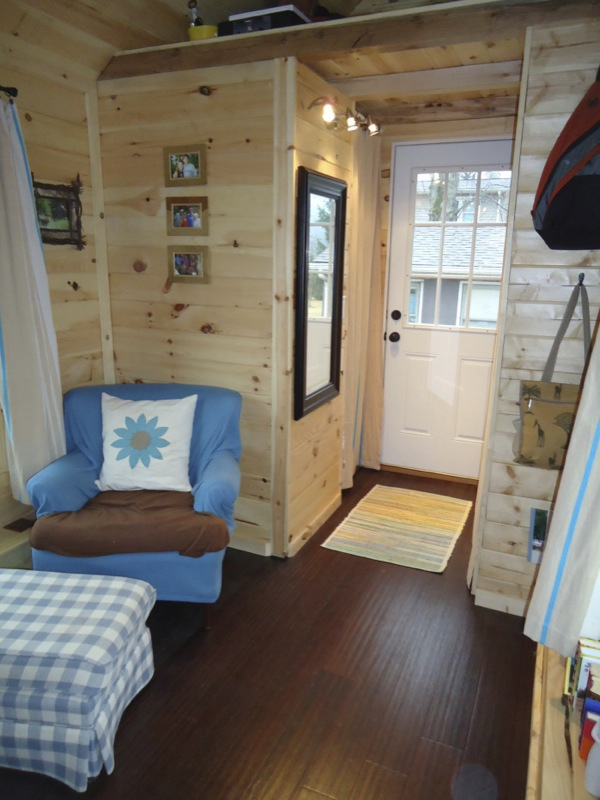 This adorably tiny home is surprisingly spacious (11)