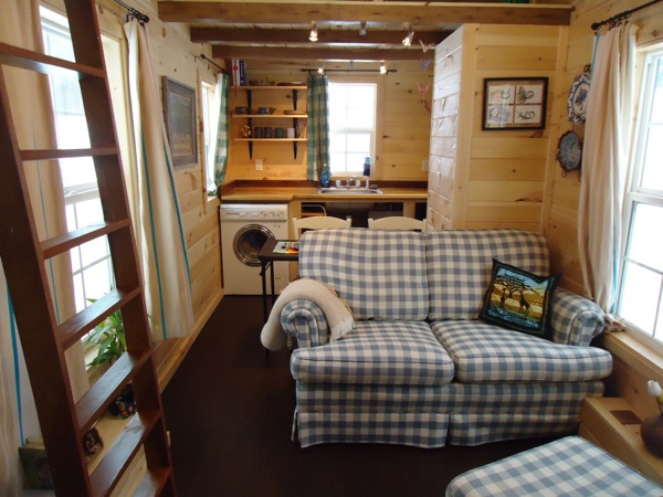 This adorably tiny home is surprisingly spacious (12)