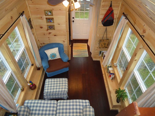 This adorably tiny home is surprisingly spacious (2)