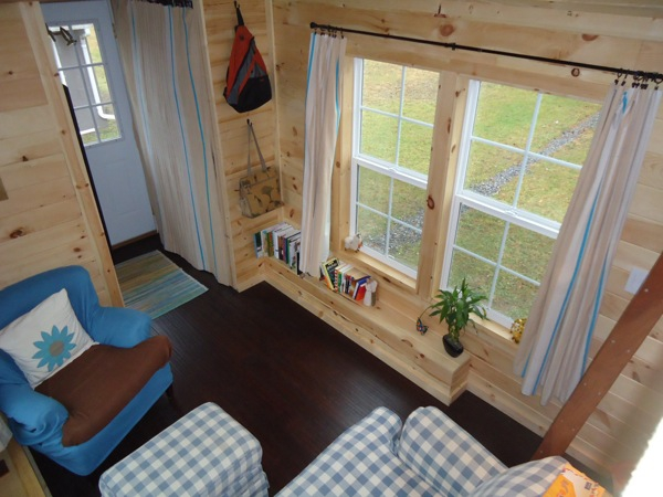This adorably tiny home is surprisingly spacious (5)