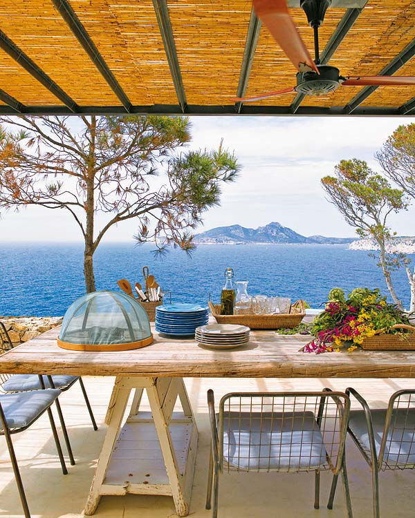 this-mediterranean-home-is-a-haven-of-serenity-and-beauty-3