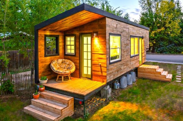 tiny-house-from-recycled-materials-1