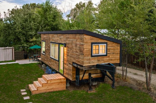 tiny-house-from-recycled-materials-2