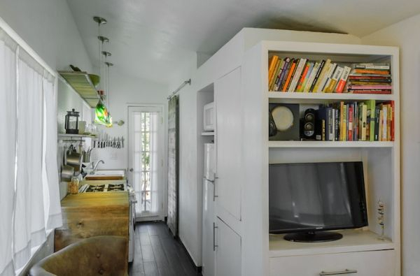 tiny-house-from-recycled-materials-4