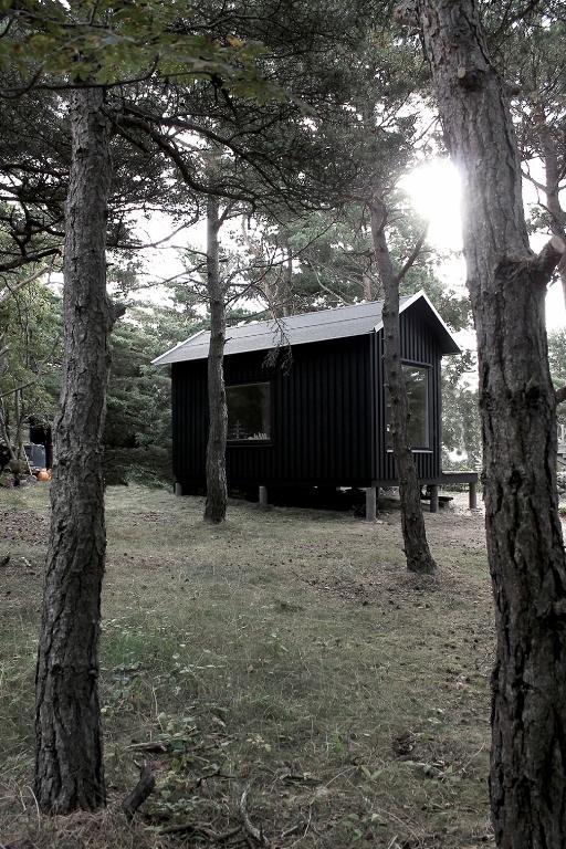 tiny-house-on-an-island-12