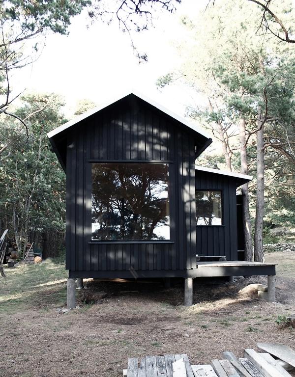 tiny-house-on-an-island-2