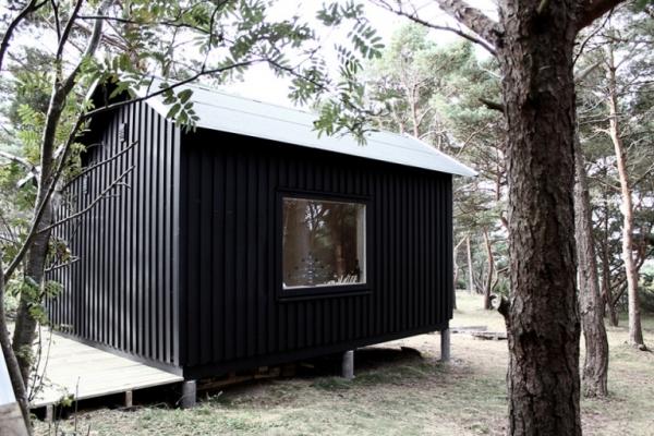tiny-house-on-an-island-3