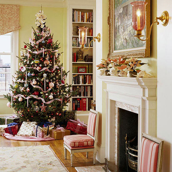 Traditional Home Christmas Decorating: Traditional Christmas Decor In Red And Green