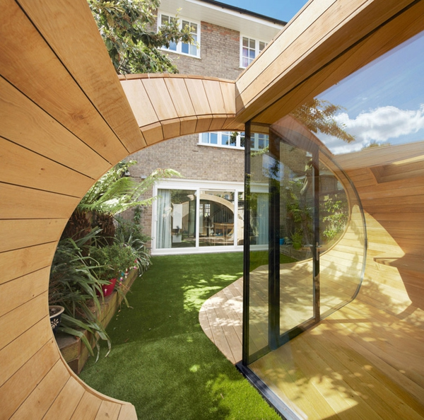 unconventionally-brilliant-garden-office-5