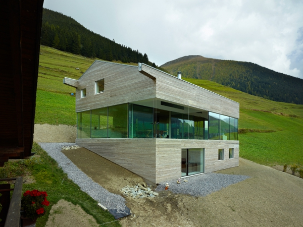 unique-country-house-with-endless-views-2