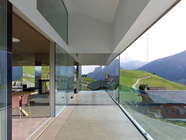 unique-country-house-with-endless-views-9