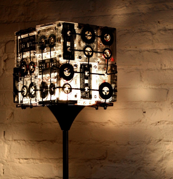 unique-lamp-made-from-cassettes-4