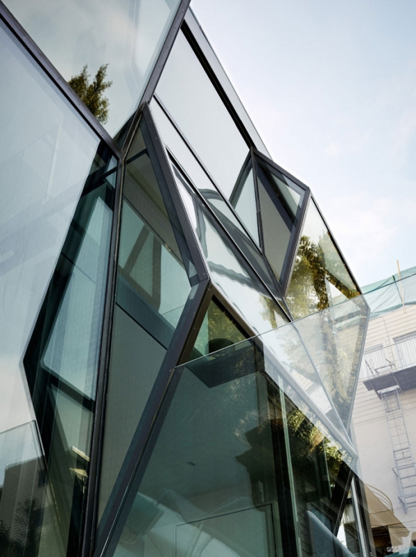 unusual-glass-facade-of-a-san-francisco-home-2