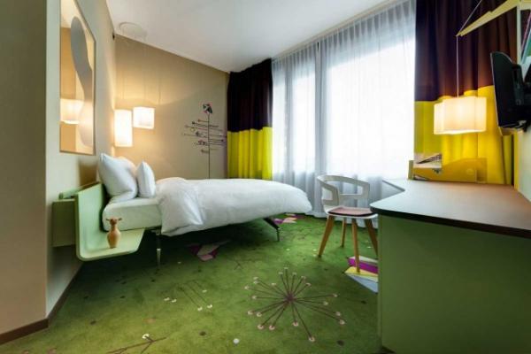 Vivid hotel design in Switzerland  (8)