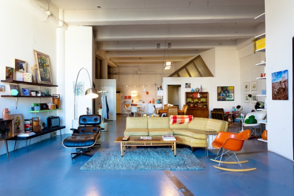 we-love-the-retro-furniture-in-this-open-plan-loft-1