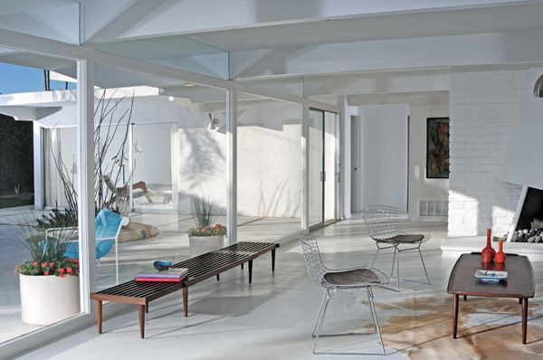 we-love-the-white-design-in-this-mid-century-home-5