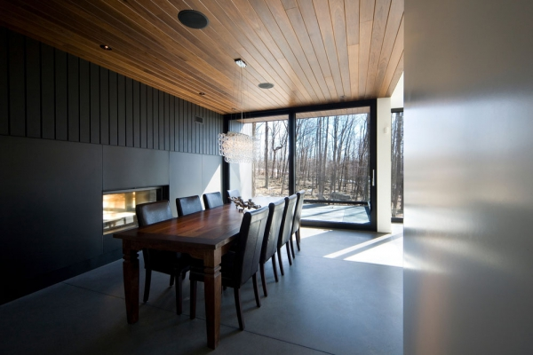 Contemporary forest home in Montreal (4)